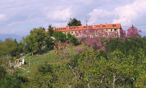 Varnakova_monastery_in_Phokida IN