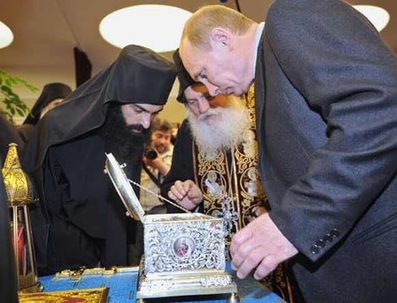 800.000 προσκύνησαν την Αγία Ζώνη στην Αγία Πετρούπολη...